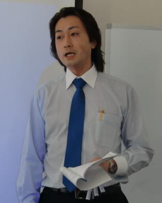 学習塾経営 集客加速術コンサルタント クローバー 講演中の著者